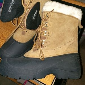 Quest Thinsulate All Weather Boots Sz 10 EUC